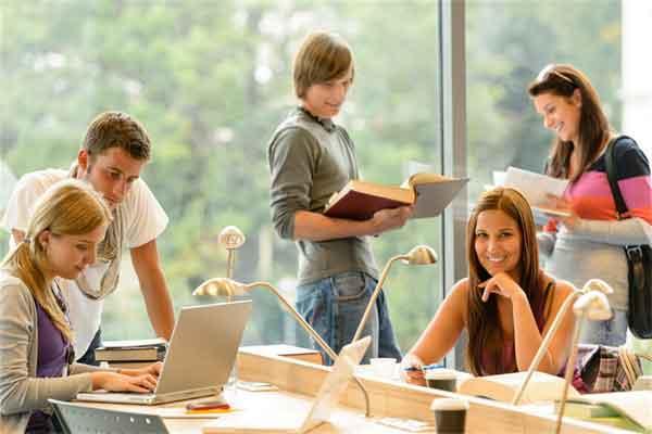 粉色大衣配什么颜色好看?冬季粉色搭配技巧