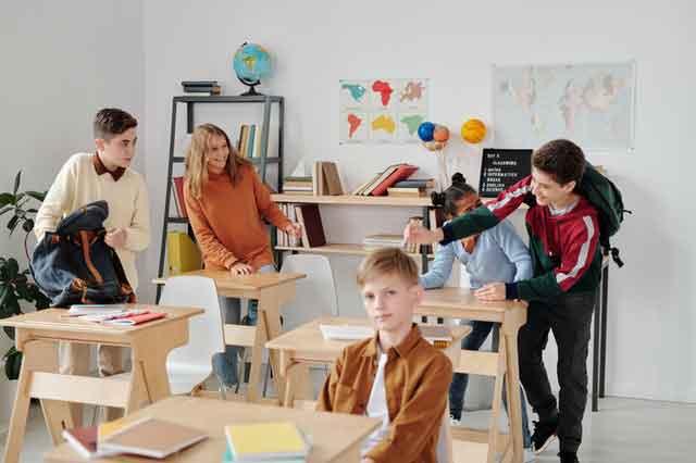 警方认定陈羽凡吸毒成瘾,责令社区戒毒3年