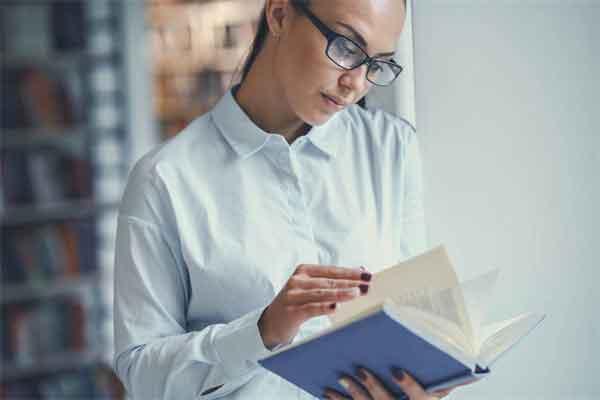 法国黄马甲抗议运动升级,暴力频发,马克龙被喊下台