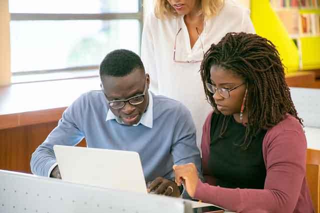 明星大侦探第四季刘昊然成为道具毁灭者,把撒贝宁气到摔东西!