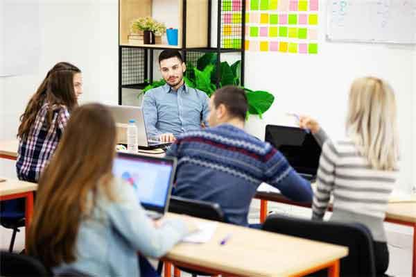 中越战争,他两次调整总攻时间,从师长升司令