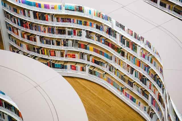 情感测试:选出一套你喜欢的毕业礼服,测你是班里谁的梦中情人