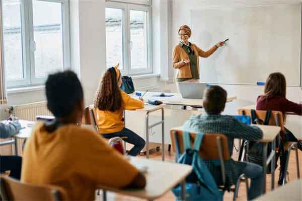 """历史上最""""穷酸""""的皇帝,穿双草鞋上殿办公"""