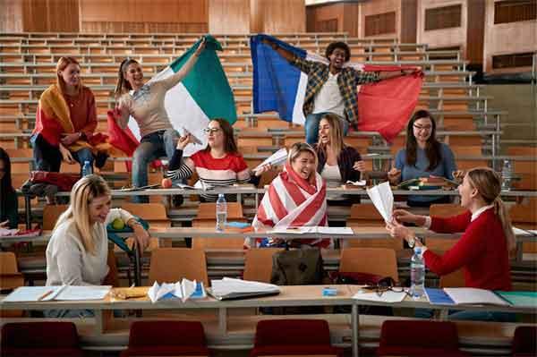 胤禔与胤礽有能力的皇子却因皇位之争被幽禁
