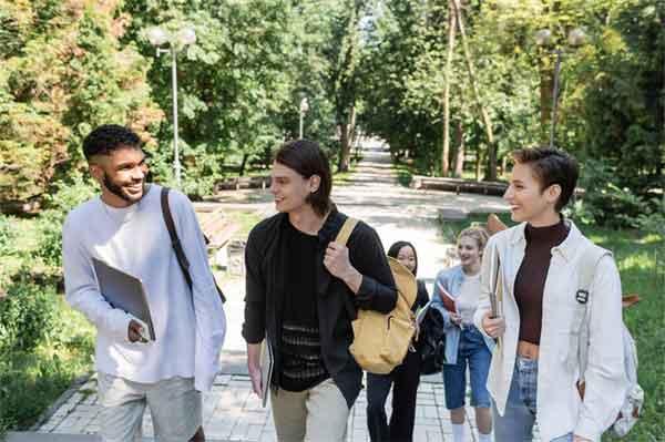 乱世三国:刘备在曹操眼中是英雄吗?