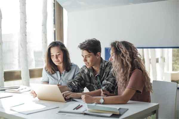 网约车爆燃致一死一伤详细新闻介绍?网约车爆燃现场图曝光如何引发的
